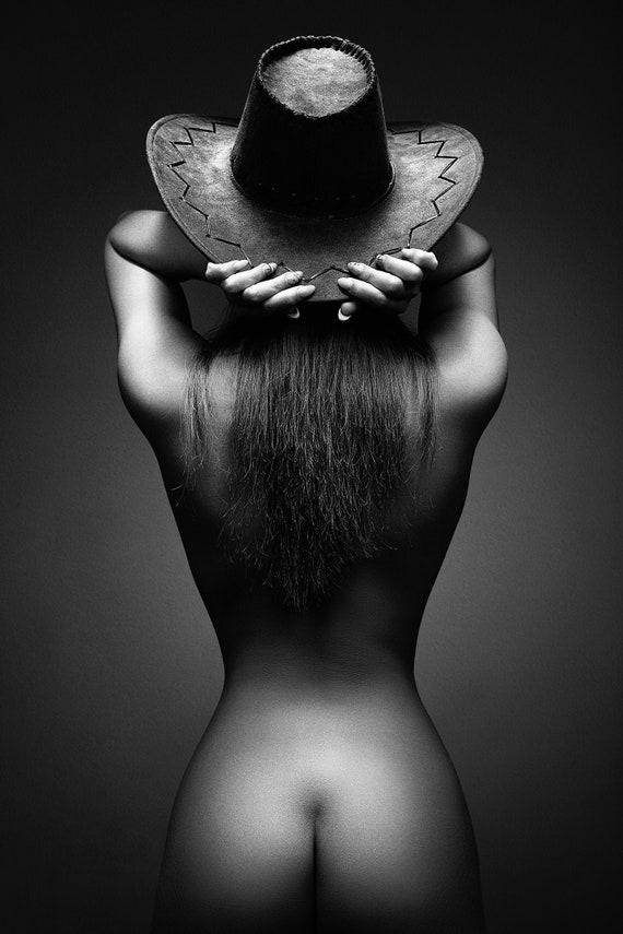 Frau hinten nackt Haarige behaarte