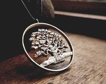 Baum des Lebens - Handgefertigter Anhänger aus einer 5 Dollar Silbermünze - Ozeanien, Niue