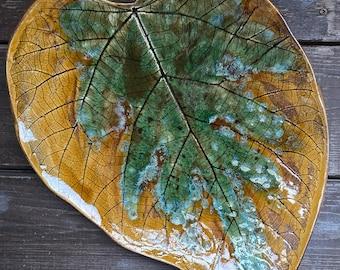 Ceramiczny talerz ozdobny/ Ceramiczny liść/ patera ceramiczna/ ceramiczne naczynie/ talerz w kształcie liścia