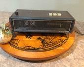 Lloyd s Flip Clock Alarm AM FM Radio JJ-1617 Working Wood Grain Finish