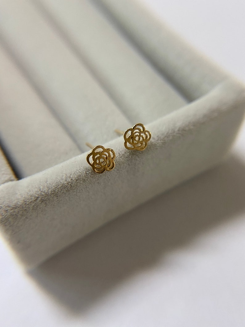 10K Solid Gold 10K Solid Gold Tiny Rose Stud Earrings