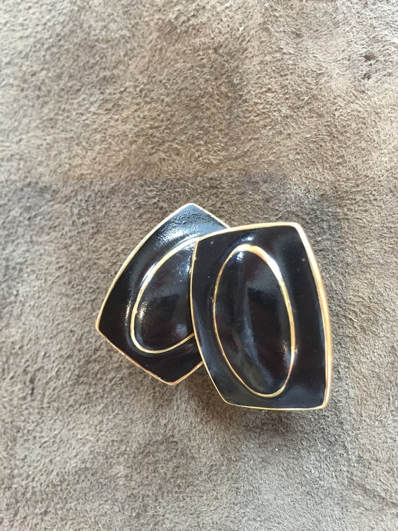Vintage claw shaped triangular metal pierced earrings black and silver tone with wavy line pattern ; about 1 14 x 34 inches