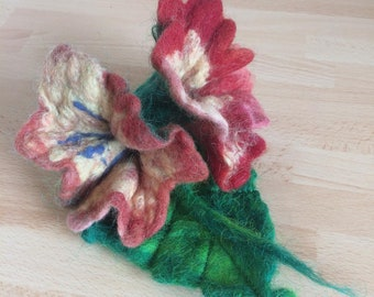 Handfelted flower brooches