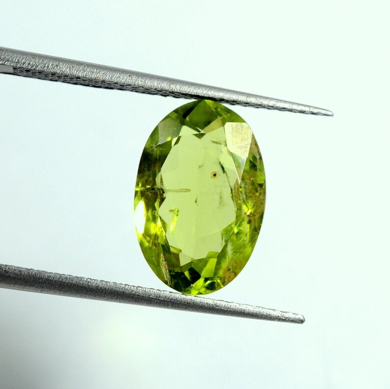 Marvellous Peridot Cut Stone Oval Gemstone Exellent Quality 12.5X8.5X5MM Loose Gemstone For Making Jewelry