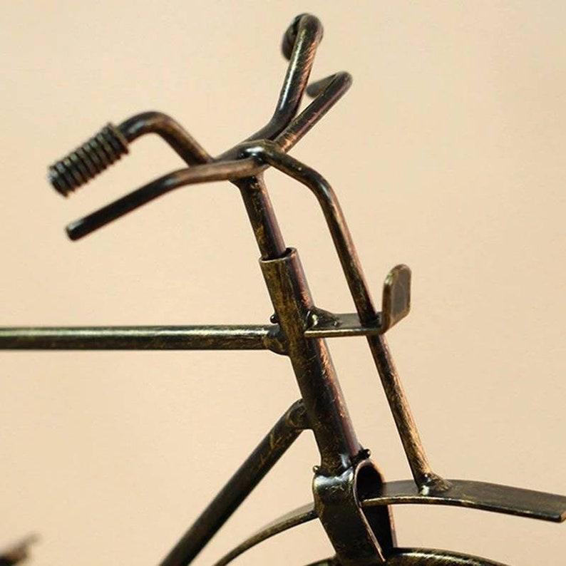 Beau vélo d'horloge de cru