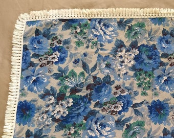 Floating Flowers LXL Vintage Repurposed Tablecloth Top