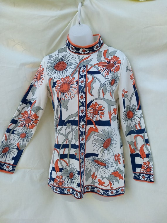 Chic 1960s Top with Orange and Gray Daisy Pattern