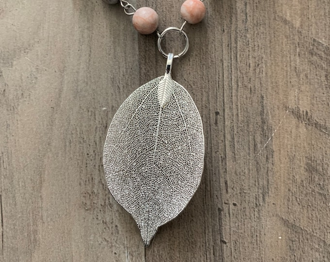 Adjustable length boho leaf necklace and earrings set. Silver or copper. Beaded necklace.