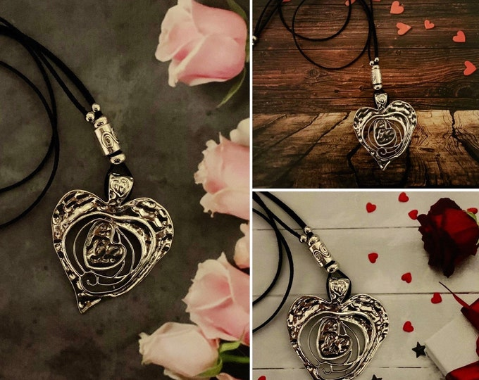 Silver heart jewelry set  for women.  Matching Earrings. Circle pendant.