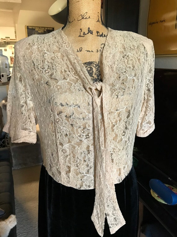 """W36""""! Classic vintage 1940's/40s lace and black ve"""