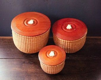 Set of 3 Nantucket Baskets with Wood Lids - Trio of Nesting Nantucket Baskets with Lids