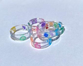 Resin Ring w Butterfly Giltter /& White flowers
