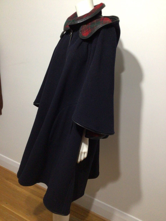 Vintage Black Wool cape, plaid interior, detached… - image 5