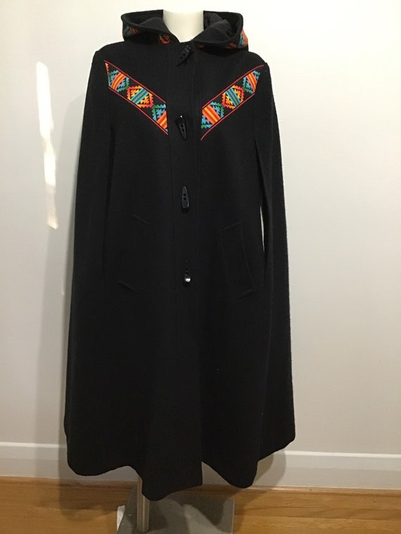 Vintage 70s wool woman's cape with hood, great tri