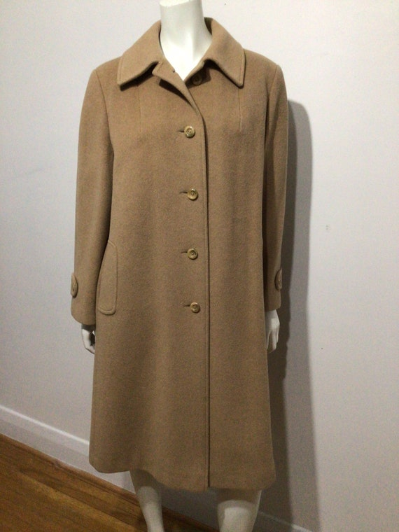 Cashmere and wool classic women's coat. Camel colo
