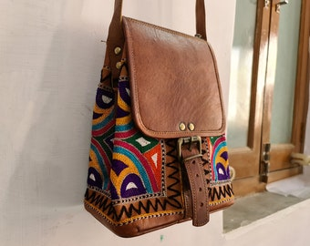 Distressed Brown Leather Crossbody Purse Vintage bag Shoulder Bag, 70s Purse, Hippie Purse, Boho Handbag,Minimalist Bag,Saddle crossbody bag