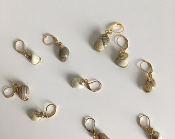 Repositionable marker rings, stitches marker, golden shells