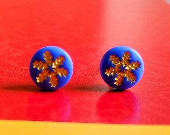 Christmas earrings METAL FREE Vintage 1970s cobalt blue and gold snowflake earrings 7mm Stud Earrings Hypoallergenic Plastic Post Studs