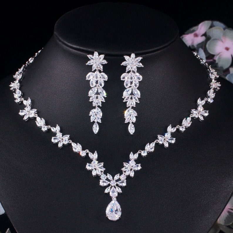 Luxury High Quality White Gold Plated Brilliant Zirconia Marriage Engagement Jewelry Sets include Nacklace Chain Pendant Earrings