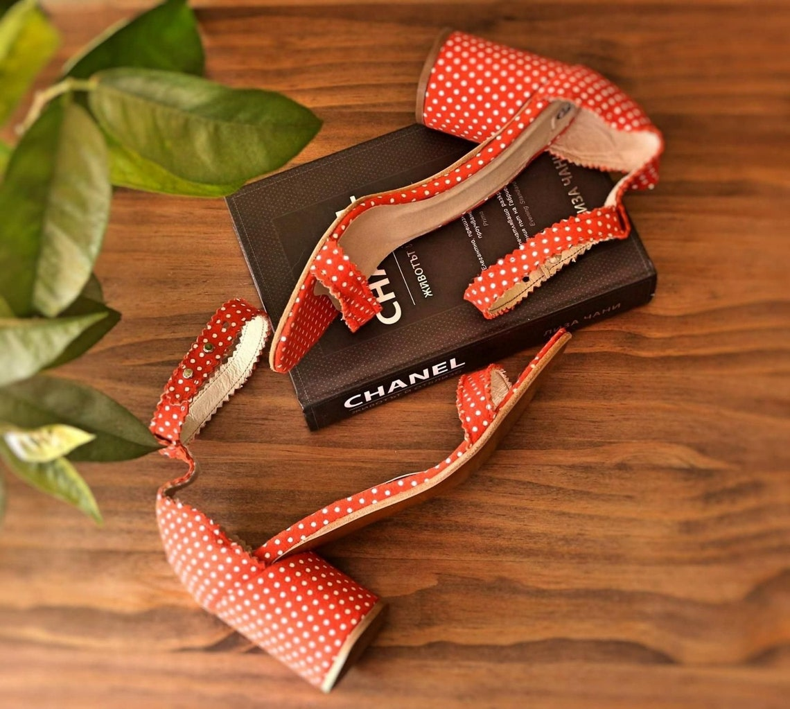 Women design summer genuine italian black leather Mary Jane sandals wirh hand made leather flowers summer shoes high block heel pupms