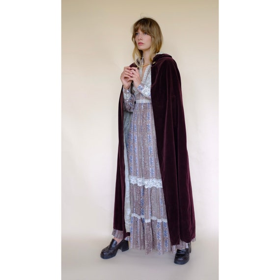 Vintage 60s/70s Brown Velvet Maxi Cape Robe Coat … - image 3