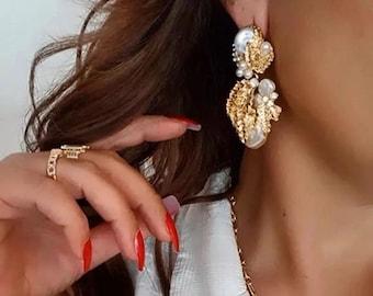 Ladies luxury vintage style hammered gold and Pearl flower drop earrings vintage pearl earrings earrings gold ornate statement earrings