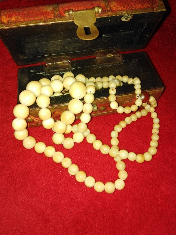 White Amber Antique necklace