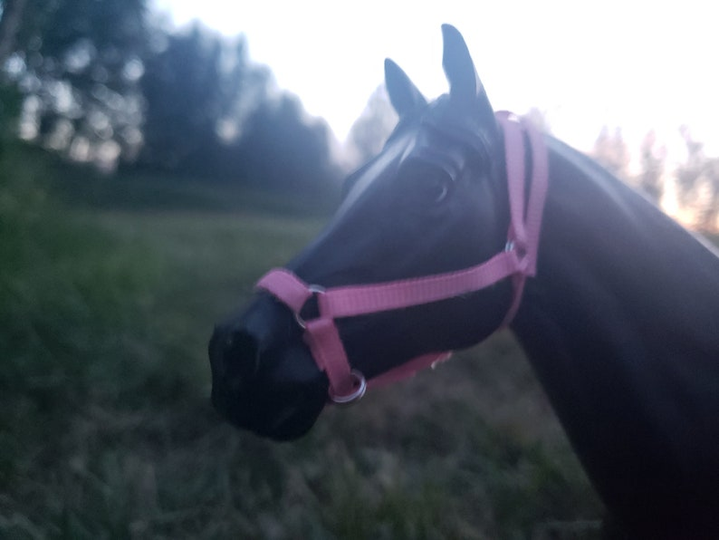Pink traditional breyer horse halter and lead