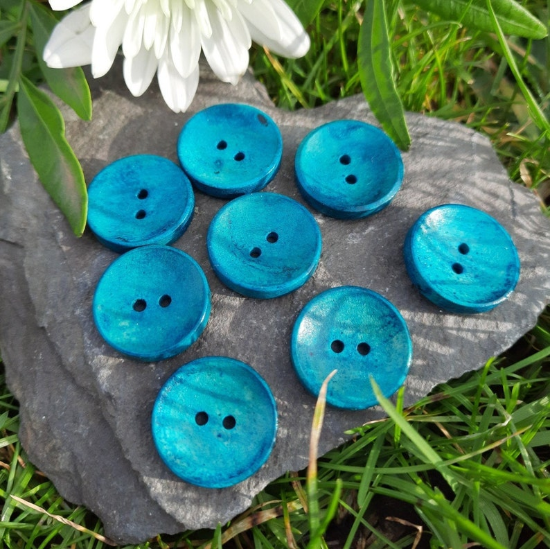 20mm Wooden Buttons 8 pieces per pack Individual colours or one of each.