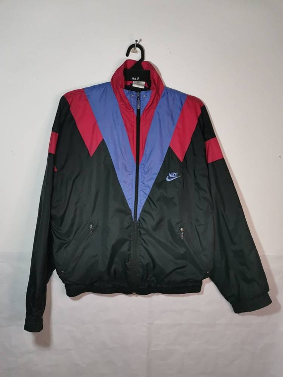 Nike windbreaker colour