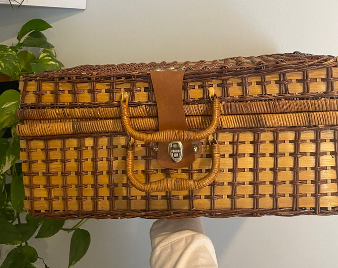 Featured listing image: Vintage Retro Wicker Picnic Basket
