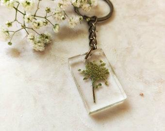 Pressed wild flower key chain, resin keychain, epoxy resin art, floral gift, resin floral keychain, gift for best friend