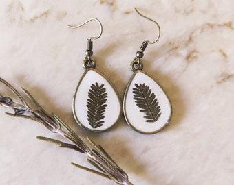 Green leaf pressed flower earrings, real flower drop dangle earrings, floral earrings dangle, woodland earrings, bohemian girl