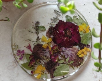 Circle bohemian resin trivet for hot pots, real pressed flowers, floral kitchen decor, sunny flowers, botanical epoxy resin coaster