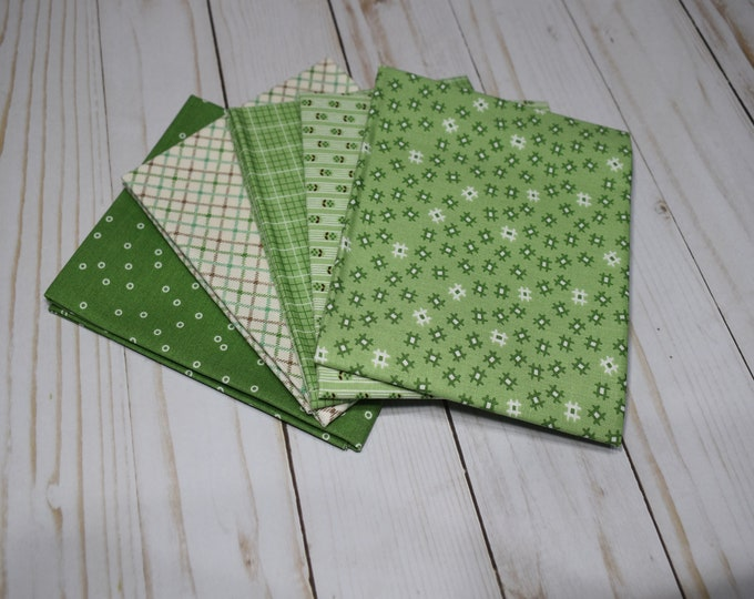 Prim - 5-Fat Quarters - Curated Bundle - by Lori Holt of Bee in My Bonnet for Riley Blake Designs - Quilting Cotton Fabric - ( PRIM-FQ-2 )