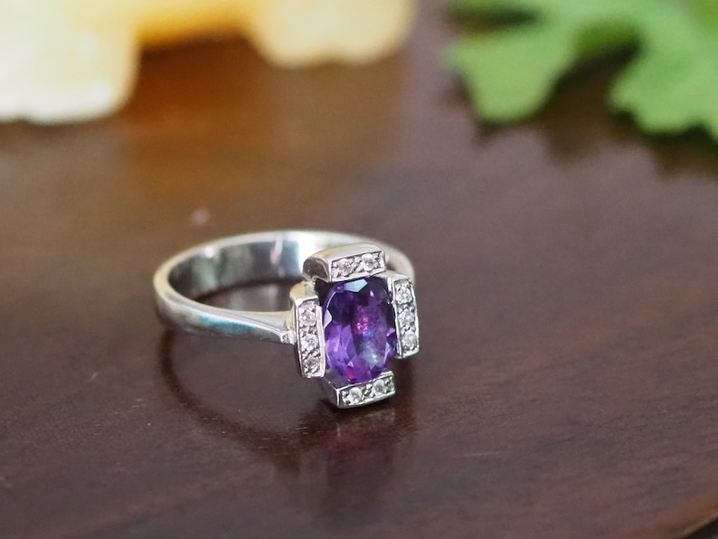 Amethyst Solitaire 925 Sterling Silver Ring Chic Fashion Ring Sterling Silver Gemstone Ring Contemporary Fashion Ring Purple Gem Stone