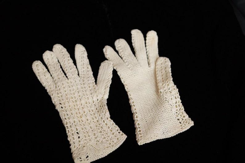 Vintage 60s white crochet gloves