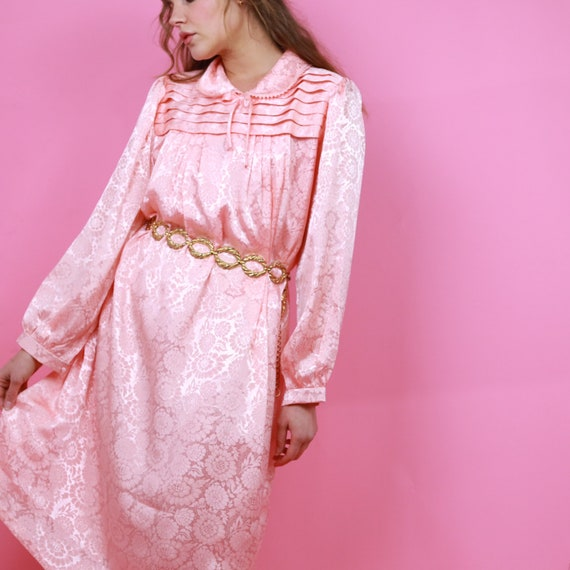 Vintage 70s soft pink floral night gown with grill