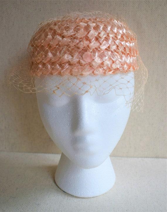 Vintage 1950s Pink Raffia Pillbox Hat - image 4