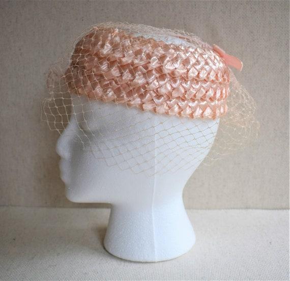 Vintage 1950s Pink Raffia Pillbox Hat - image 1