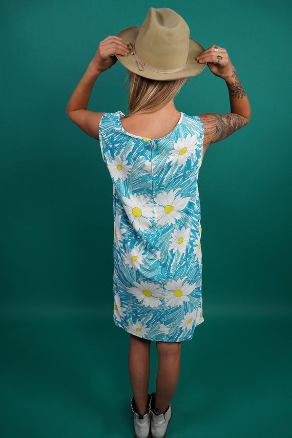 60s Vintage Mod Daisy Shift Dress, Twiggy Dress, … - image 9