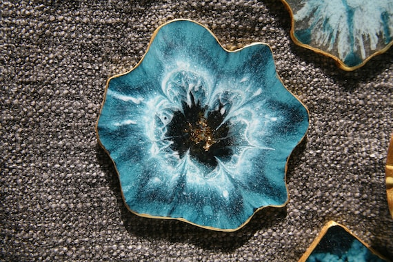 A unique gift for her Turquoise serving set Resin Art tray for coffee table Crystal Art Round decorative tray and 4 turquoise coasters