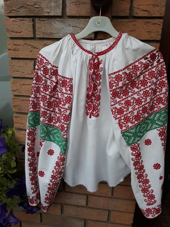 "Romanian vintage folk blouse ""ia""; traditional aut"