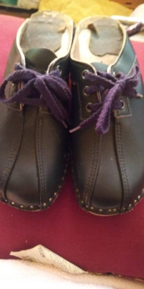 Original used blue tied clogs