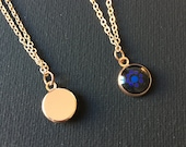 Small round dot painting pendant in rose gold version, minimalist dot art technique, with fine chain, dots, stylish, discreet