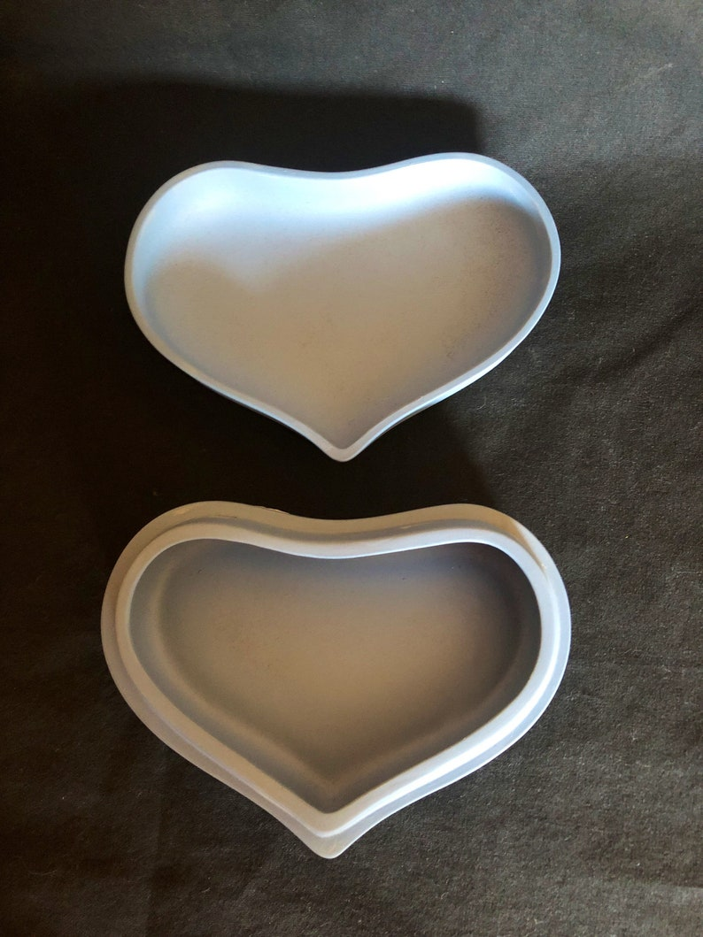 Vintage Blue Wedgwood Jasperware 5 \u201c \u00d7 2\u201d Heart Shaped Bowl With Lid