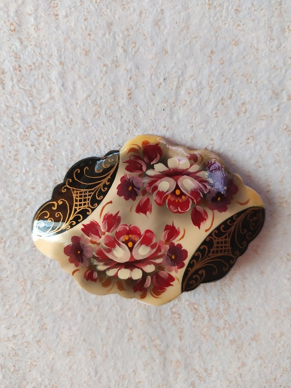 Vintage Hand Painted Russian Lacquer Brooch / Flow