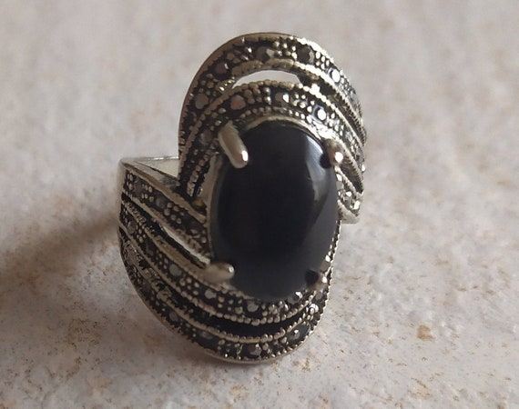 Black and Silver tone Vintage Ring | Black Glass S