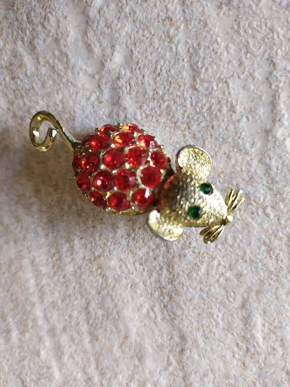 Vintage red Mouse Brooch Vintage Jewelry Costume A
