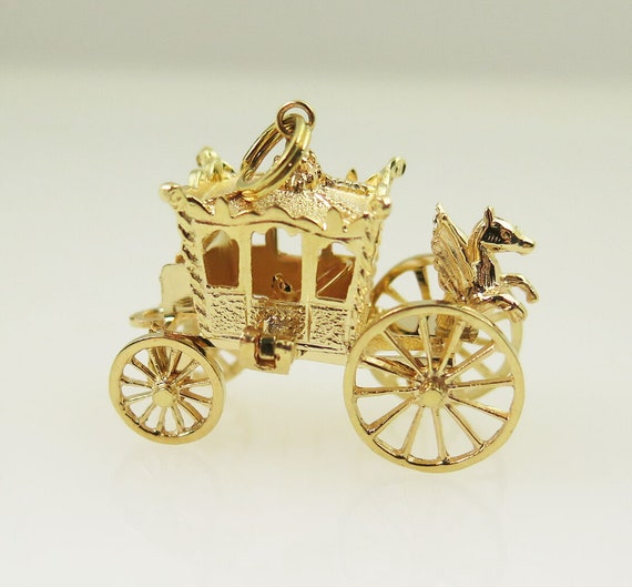 14k Yellow Gold Antique 3D Royal Coach Vintage Est
